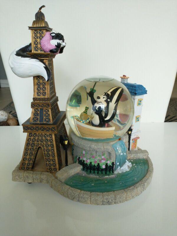 PEPE LE PEW Warner Bros Eiffel Tower Le Flower Water Globe Snowglobe Limited
