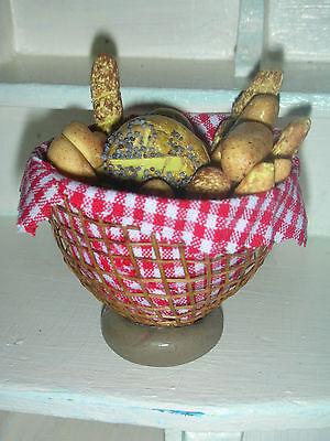 Grosser Bäckerverkaufskorb mit Broten gefüllt/BäckerPuppenküche/Catrichen 1:12