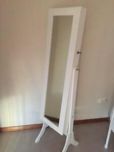 Mirrored Jewellery Cabinet Leppington Camden Area Preview