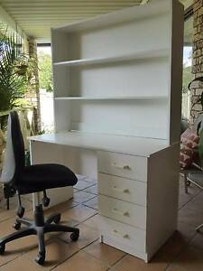 Desk and hutch Ingleburn Campbelltown Area Preview