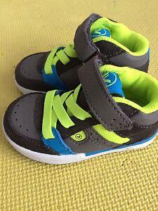 Toddler boys size 5 new running shoes.  Cambridge Kitchener Area image 3