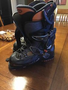 Youth ski boot. Size 24.5