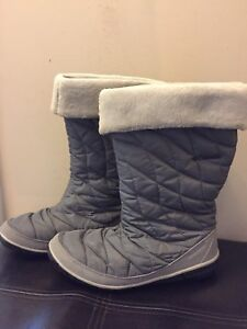Columbia woman winter boots size 9