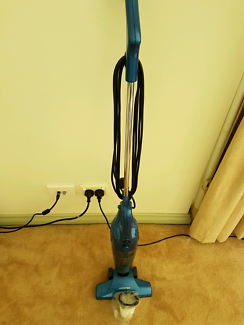 Vacuum cleaner with spare, new filter