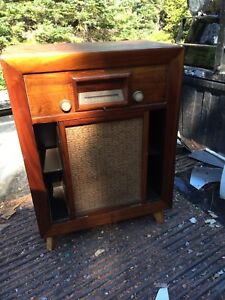 Antique General Electric radio/record player