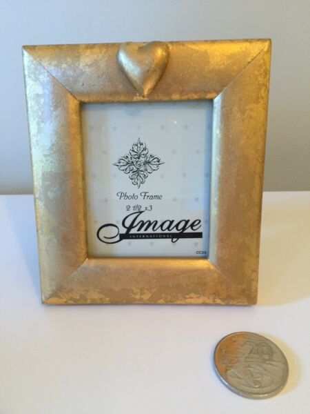 Gold Frame With Heart Design Picture Frames Gumtree Australia