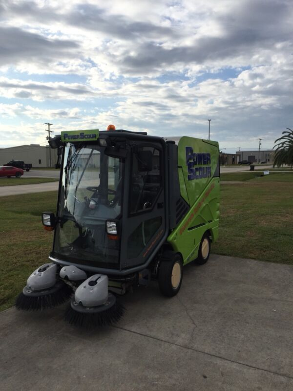 Tennant Green Machine 636 Rider Air Sweeper - Diesel