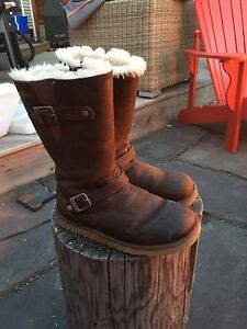 UGGS size 5 Waterproof Leather