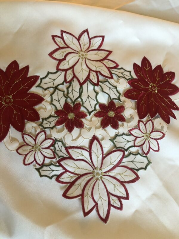 """VINTAGE POINSETTIA, HOLLY BERRY DECORATED CHRISTMAS TABLECLOTH, 80 X 55"""""""
