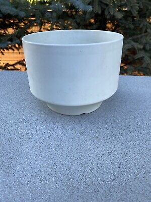 """1960s White Modernist Planter by Richard Lindh for Arabia Finland 7 1/4"""" X 5 1/2"""