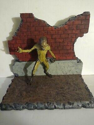 "Damage brick wall with Alien figure Diorama scene 6-7"" marvel Neca Mezco scale"
