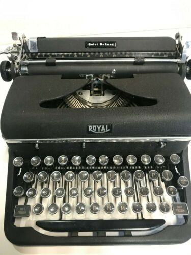 "Royal Quiet Deluxe 1947 ""Manual Typewriter Serial # 1367905"