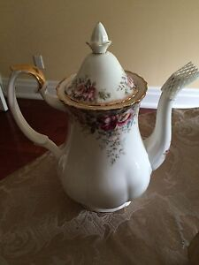 Autumn Roses Royal Albert coffee pot