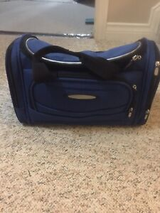 Kenneth Cole carry on luggage bag. Blue and like new
