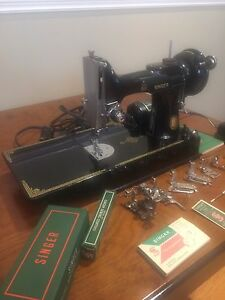 Singer Featherweight Sewing Machine 221