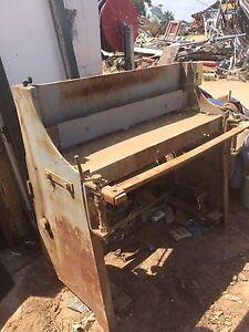 Corrugated iron guillotine Cabarita Mildura City Preview