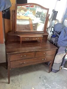ANTIQUE LADIES VANITY DRESSING TABLE