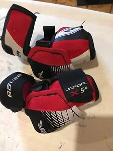 Bauer elbow pads.