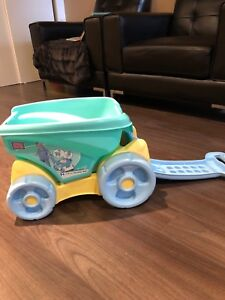 Mega bloks fill and dump toy wagon!!