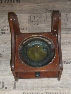 Antikes Nautikset aus Altmessing Fernrohr Lupe und Kompass in Schatztruhe G1096