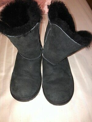 UGG BAILEY BUTTON II BLACK SUEDE SHEEPSKIN CLASSIC BOOTS YOUTH Size 3