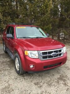 2008 Ford Escape , 4WD, New MVI