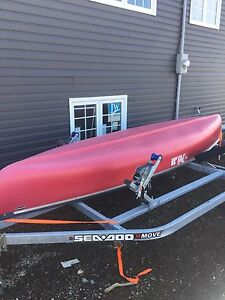 12 ' pelican canoe comes with paddles (No Trailer)
