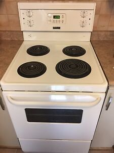 "24"" Frigidaire Cooking Stove! Great Condition!"