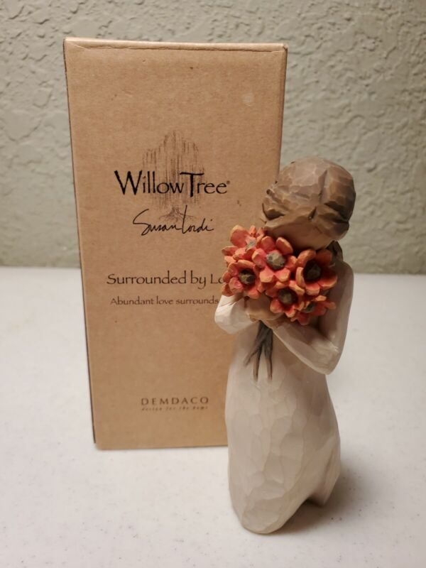 Willow Tree Surrounded By Love Sculpted Figurine #26233 Demdaco Susan Lordi