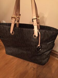 Micheal Kors Purse With Laptop Zip