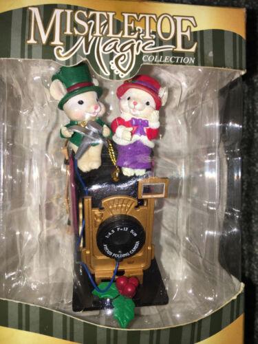 MICE COUPLE FOLDING CAMERA Mistletoe Magic Collection CHRISTMAS ORNAMENT Trevco
