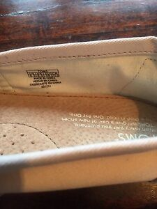 Brand new never worn TOMS
