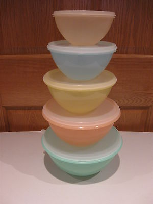 TUPPERWARE vintage 5 piece set pastel nesting wonderlier bowls with sheer lids