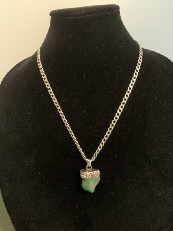 Vintage 925 Sterling Silver MD28V Necklace withTurquoise Pendant. 48 grams w/sto