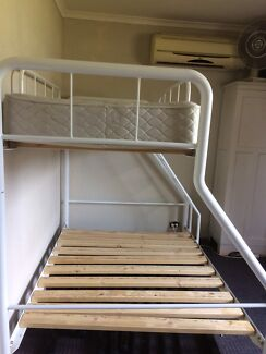 Bunk bed with free mattress