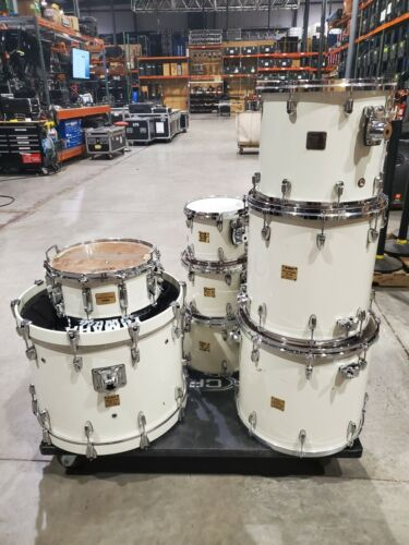 YAMAHA 8 Piece Custom Absolute White Mica Grape Sparkle Drum Kit with Hardware
