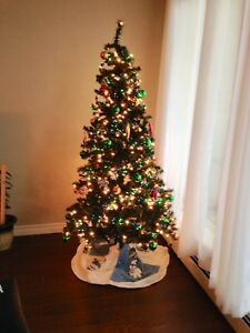 6 1/2 foot (pre-lit) Christmas tree & protective case