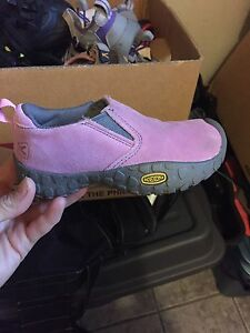 Girls keen shoes