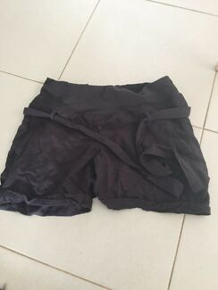 Black maternity shorts size s