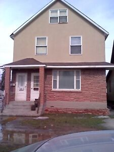 2 BR unit on 2 levels on NOTRE DAME available immediately
