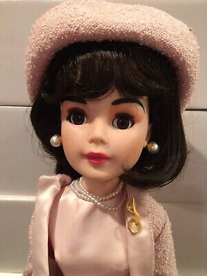 """Madame Alexander Jackie Kennedy In Pink Suit And Three Suitcases Plus Outfit 20"""""""