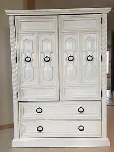 Pick up today before 5 only Vintage Hutch! Priced to sell