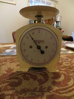 Antique/vintage Kitchen Scales