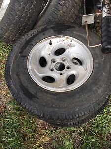 """Ford 15"""" winter tires and rims  for 4 wheel drive ,  West Island Greater Montréal image 1"""