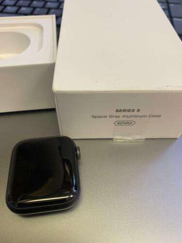 Apple Watch Series 5 40mm Space Gray aluminum Case with Black sport Band*****
