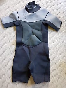 New mens spring/wet suit size small Cedar Grove Logan Area Preview