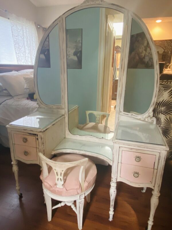 Shabby Chic Antique White Vintage Vanity with Tri-fold Mirror