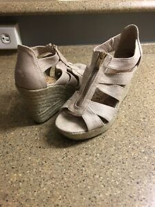 Great condition tan wedges