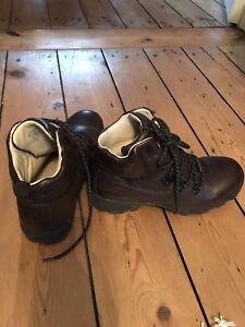 Ladies Brasher Gortex Walking Boots Brown Size UK 6.5 EUR 40
