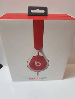 Beats EP On-ear headphones in box